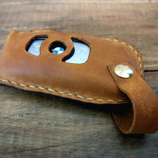 husa chei masina din piele lucrata manual